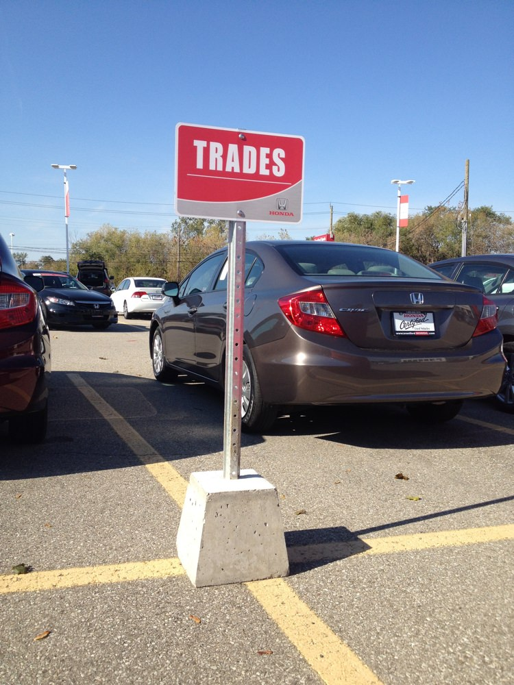 73f7baee5e dealership-sign-graphics-parking-lot-example